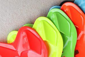 Verniciatura industriale a liquido di plastica e metalli